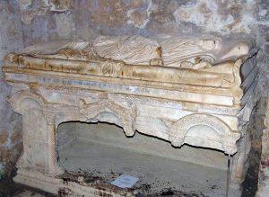 Гробница в Мирах